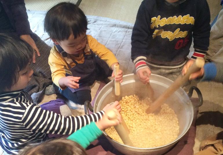 miso01 子どもと暮らし「お味噌づくり」