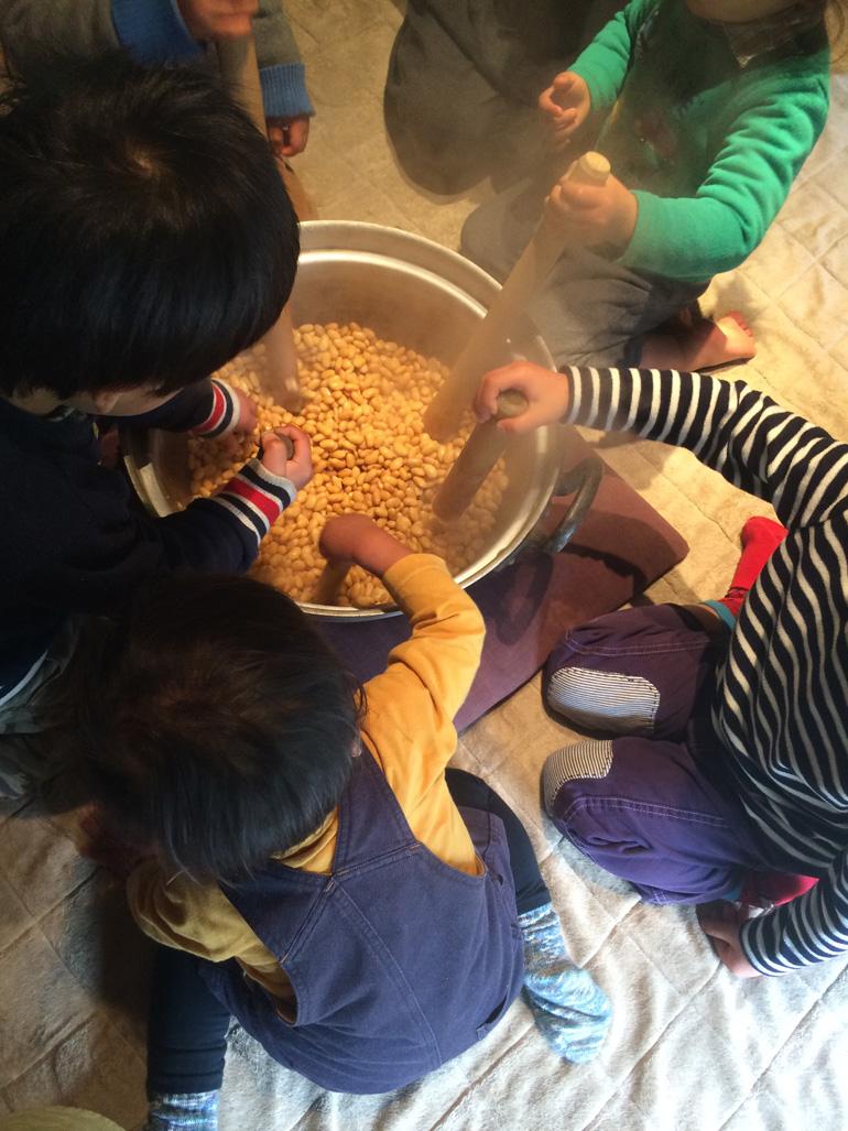 miso02 子どもと暮らし「お味噌づくり」